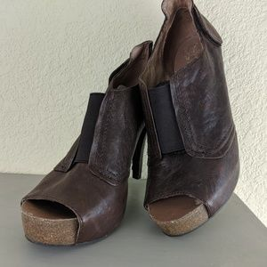 VINCE CAMUTO Brown Leather Heel Boot Sz 8/38